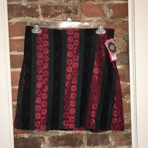 Xhilaration skirt size L